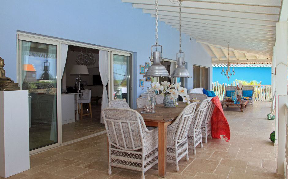Layout of the spacious terrace and the dining table at Ocean Breeze villa 4