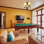 villa isla bella entertainment room with TV and billarts table